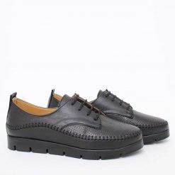 Дамски равни обувки в черно