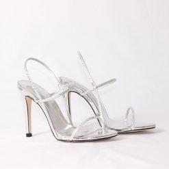 damski sandali s tanki kaishki v srebristo 247x247 - 6 модни тенденции, които ще освежат вашето лято през 2019 г.