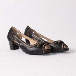 damski obuvki cherni s tok 4 247x247 - 6 модни тенденции, които ще освежат вашето лято през 2019 г.
