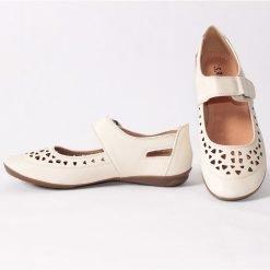 Дамски равни обувки бежови