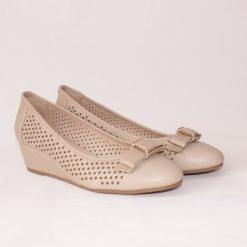 Дамски обувки на ниска платформа бежови