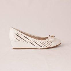 damski obuvki na niska platforma beli 1 247x247 - 6 модни тенденции, които ще освежат вашето лято през 2019 г.