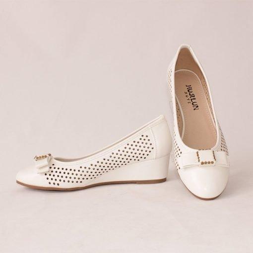 Дамски обувки на ниска платформа бели