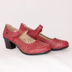 Червени дамски обувки с дупки