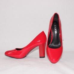 Червени лачени дамски обувки