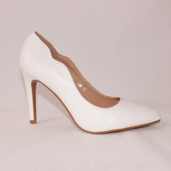 Дамски бели обувки на висок ток