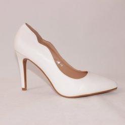 damski beli obuvki na visok tok 1 247x247 - 6 модни тенденции, които ще освежат вашето лято през 2019 г.
