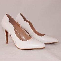 damski beli obuvki na visok tok 247x247 - 6 модни тенденции, които ще освежат вашето лято през 2019 г.