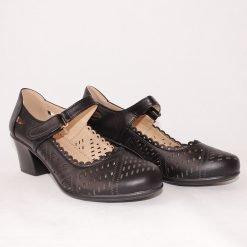 Дамски обувки на среден ток с дупки