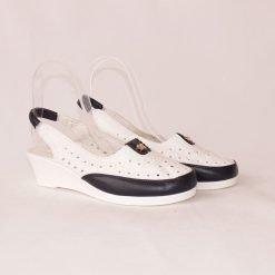 Бели дамски обувки без пета