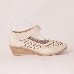 Дамски бежови обувки на платформа