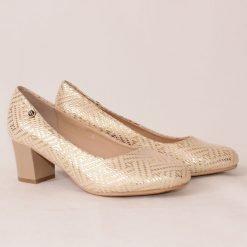 Дамски златисти обувки на среден ток