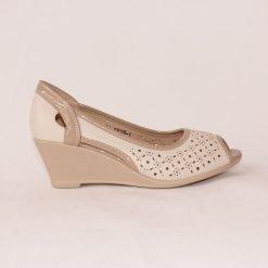 Летни дамски обувки на платформа бежови