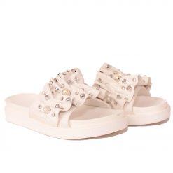 чехли равни бели 247x247 - 6 модни тенденции, които ще освежат вашето лято през 2019 г.