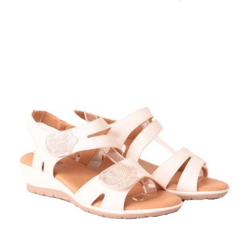 Дамски сандали на лека платформа бели