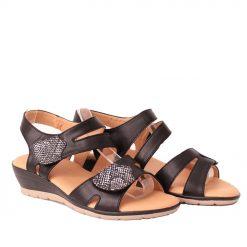 Дамски сандали на лека платформа черни