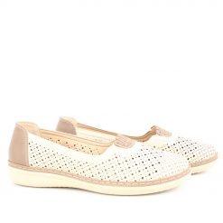 Бежови дамски обувки с дупки