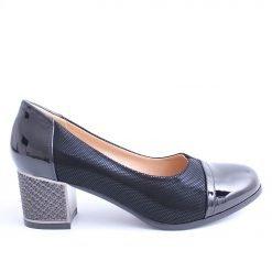 Дамски обувки на среден широк ток