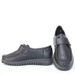 Дамски обувки затворени с лепенка