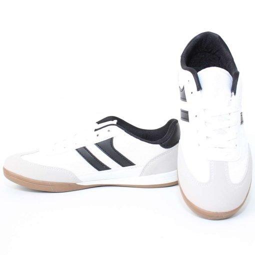 Юношески маратонки бели футболни