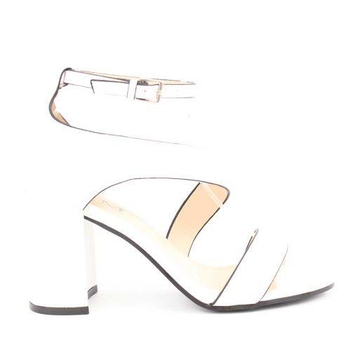 Бели дамски сандали с ток