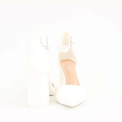 Бели дамски лачени сандали